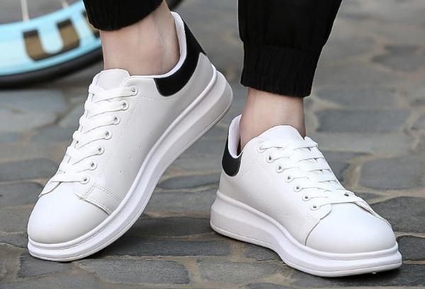小白鞋要用纸包着晒吗,小白鞋要怎么晒才不会变黄