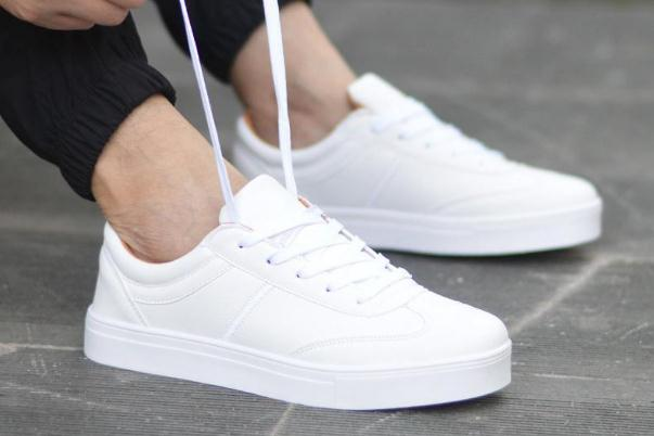 小白鞋可以用酒精湿巾擦吗,小白鞋可以用消毒液洗吗